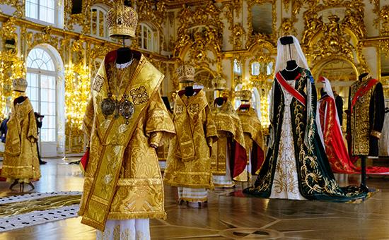 Выставка костюмов ккартине Алексея Учителя «Матильда»