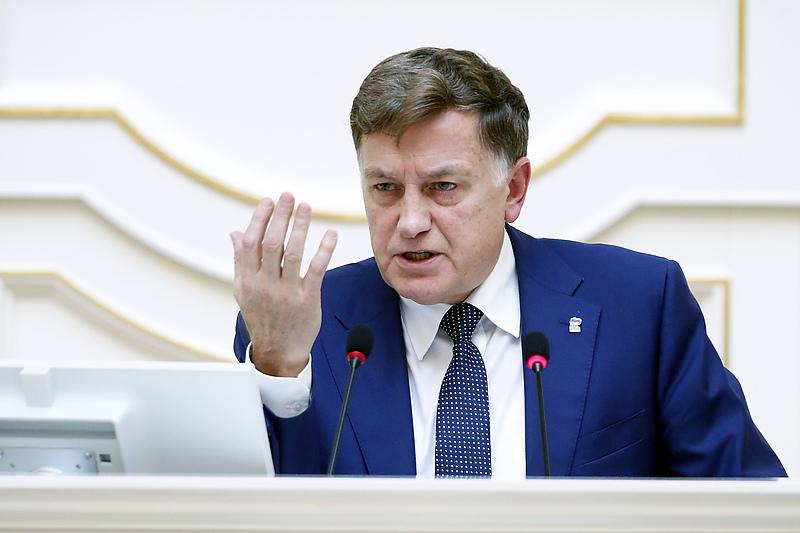 Макаров не желает покидать ЗакС Петербурга, превращённый им в коррупционное болото