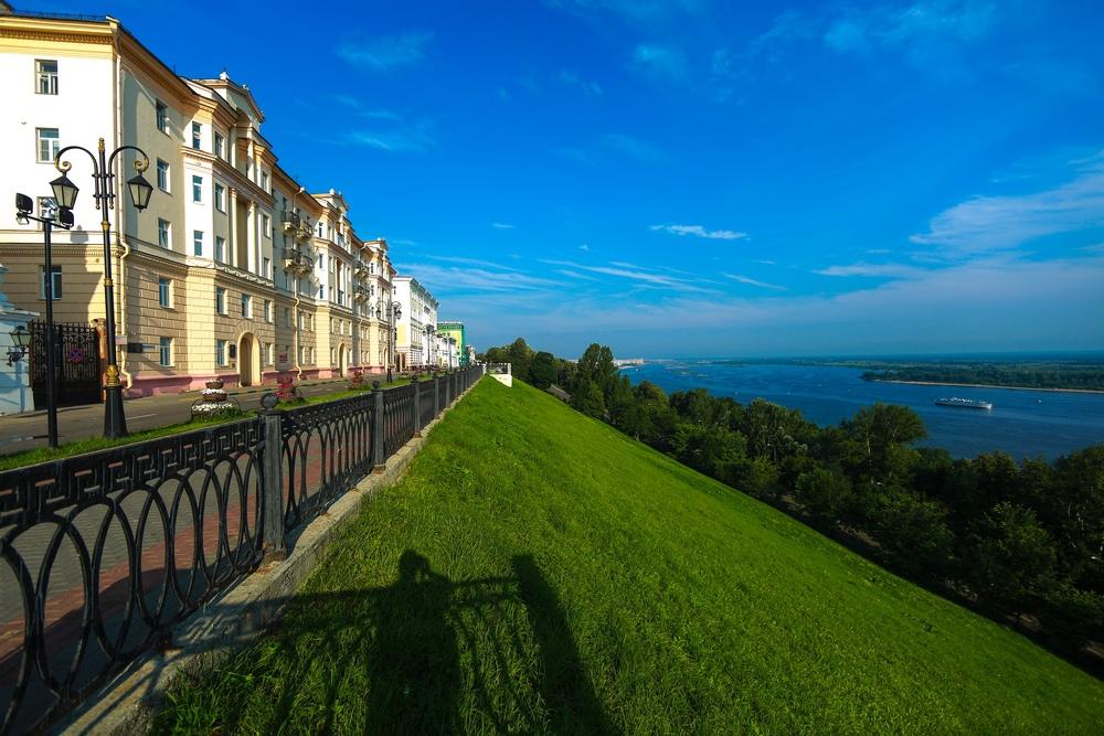 Вид на Волгу и Верхне-Волжскую набережную в Нижнем Новгороде