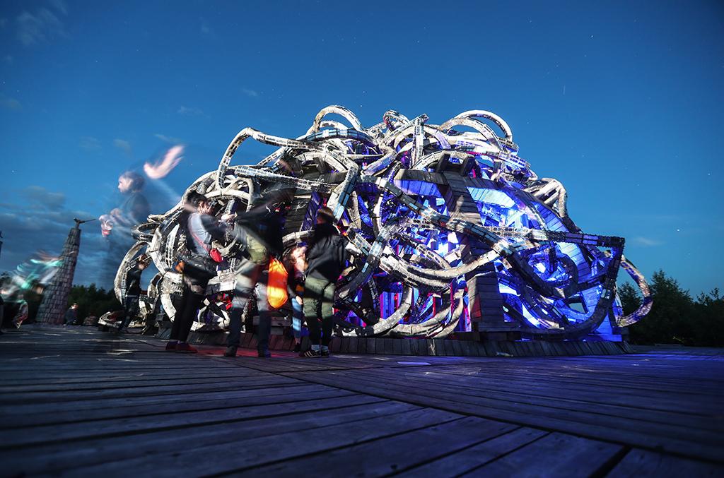 Арт-объект «Вселенский разум» художника Николая Полисского