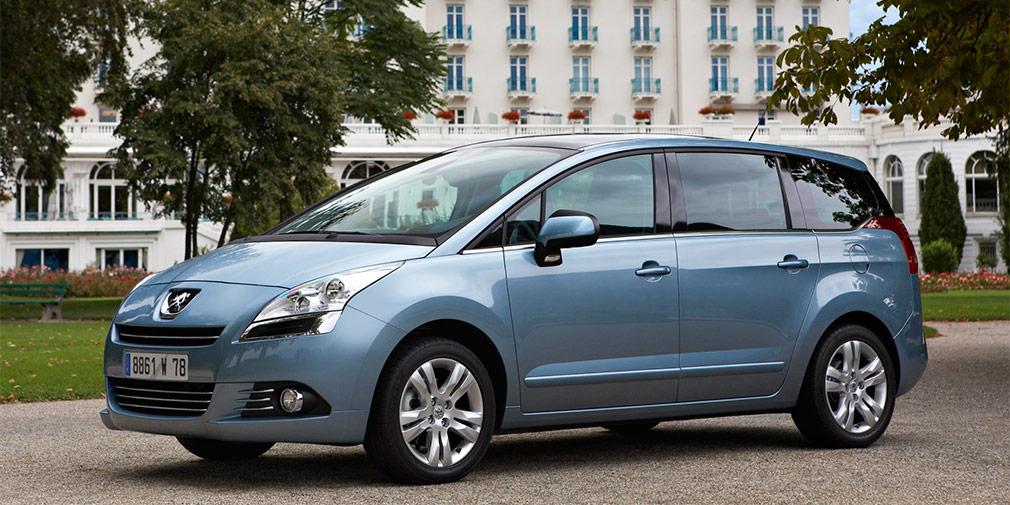 Peugeot 5008 (2009 год)  Артем Неретин  Артем Неретин, выпускник Уральского института индустриального дизайна и архитектуры (УралГАХА), в качестве дипломной работы выбрал автомобиль для президента. Но его навыки оказались более востребованы за рубежом – концерном PSA. Для французов он рисовал концепт субкомпактного кроссовера HR1, показанный в 2010 г. в Париже и ставший предвестником модели 2008. Кроме того, Неретин создал облик минивэна Peugeot 5008. Позже Артем перешел на должность старшего дизайнера премиум-бренда DS.