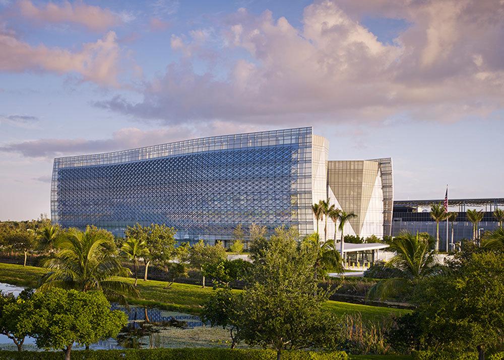 Номинация «Государственное/ Гражданское здание»   Название: федеральное здание ФБР имени БенджаминаП.Грогана иДжерриЛ.Дой Место: Майами Архитекторы: Krueck + Sexton Architects