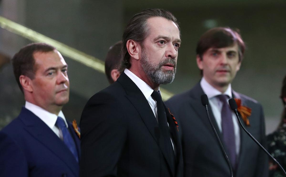 Владимир Машков (на первом плане в центре)