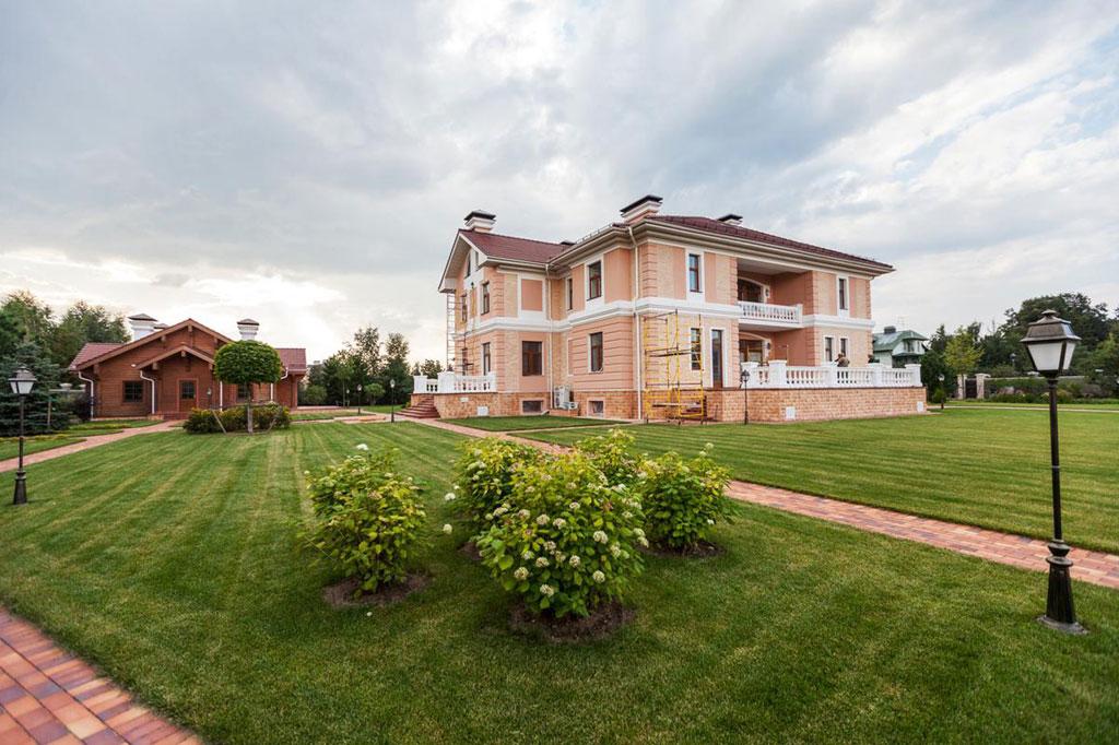 Дом расположен вохраняемом поселке «Речной» в8км отМКАД поРублево-Успенскому шоссе