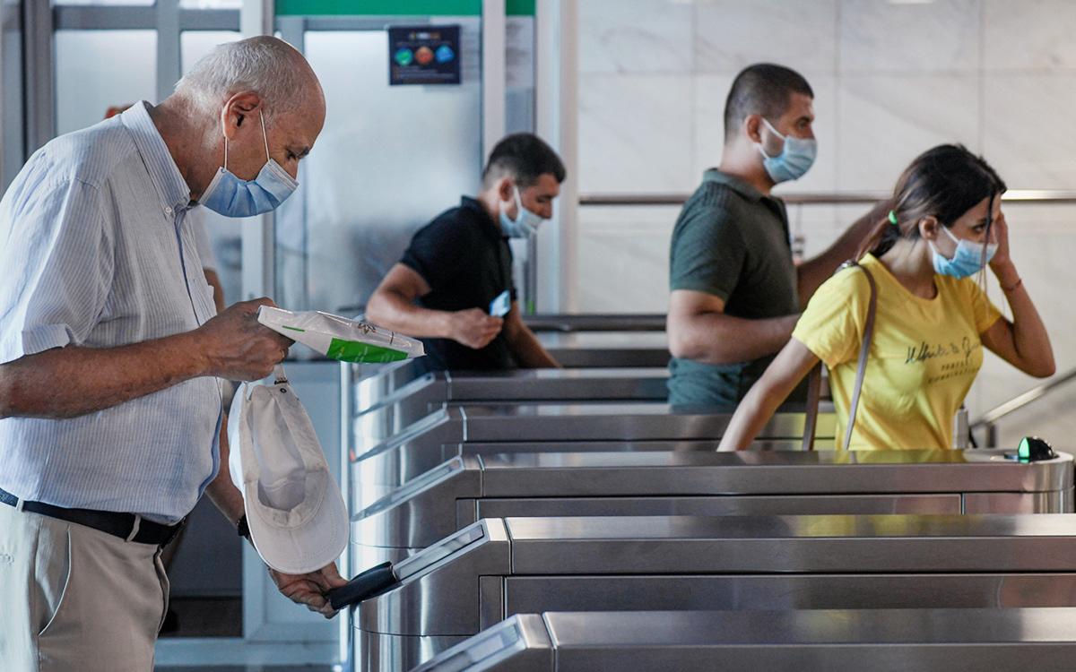 В столице Азербайджана открыли метро после полугода простоя из-за COVID