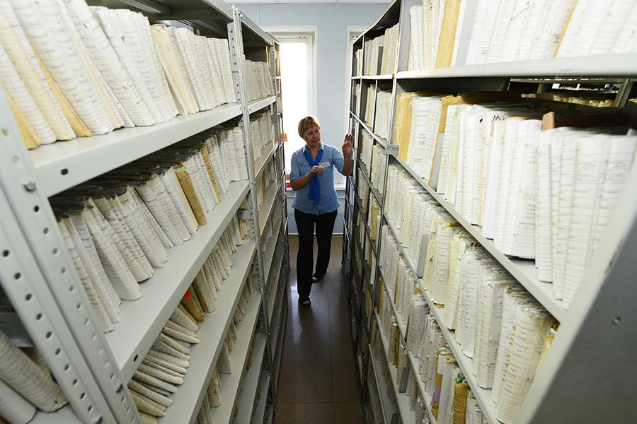 Стеллажи с документами в одном из отделений Пенсионного фонда России