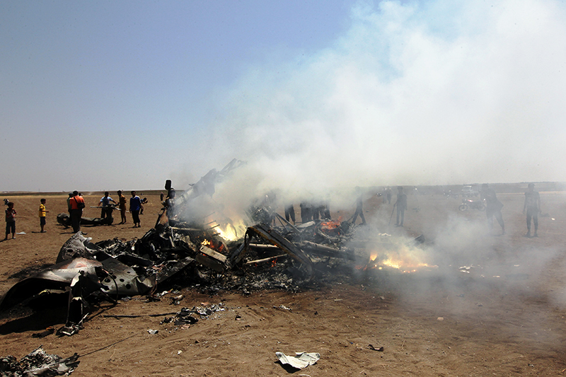 Обломки сбитого российского вертолета Ми-8 в провинции Идлиб