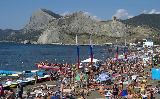 Центральный пляж в Судаке, Крым
