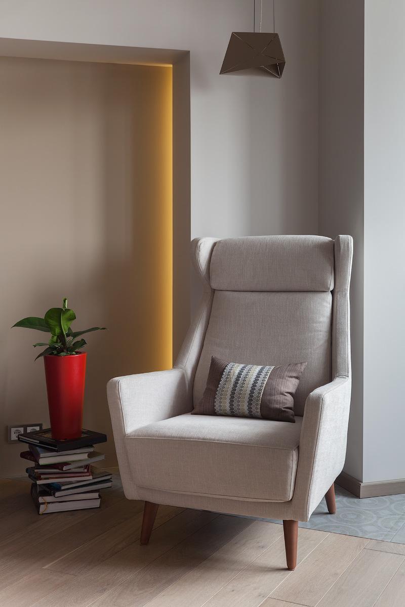 Кресло в столовой