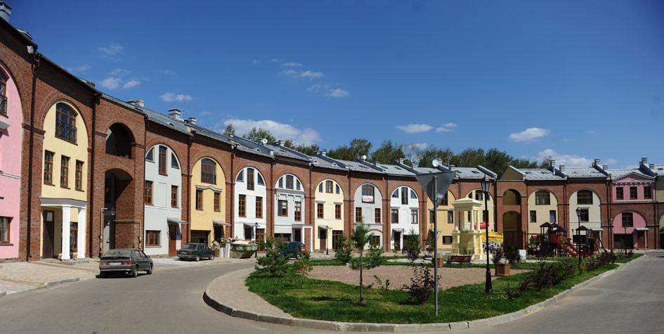 Вид на таунхаусы в поселке Ивакино-Покровское