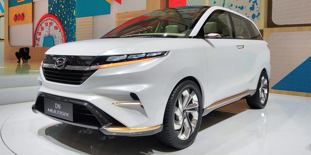 Daihatsu DN Multisix  Марка Daihatsu, принадлежащая Toyota, — серьезный игрок в Юго-восточной Азии, а в Индонезии она третья по популярности. Неудивительно, что концепты нового семейства DN японский автопроизводитель решил показать именно в Джакарте. Одна из новинок — компактвен DN Multisix с дорожным просветом кроссовера. Несмотря на футуристический интерьер со штурвалом вместо руля и шестью отдельными креслами, нет сомнений, что в результате эта модель встанет на конвейер.