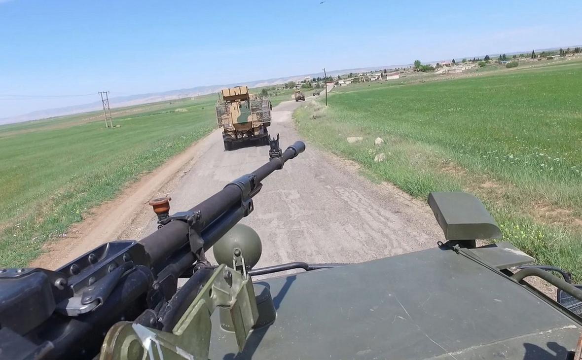 Двое сирийских военных погибли в результате нападения боевиков в Идлибе