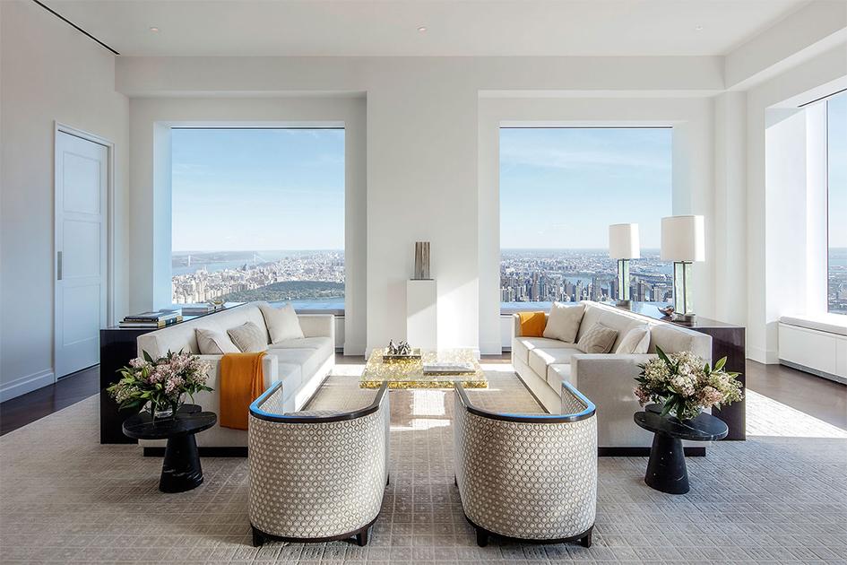 На нижних 35 этажах 432 Park Avenue расположены гостевые комнаты, офисы,спа, бассейны, фитнес-центр, атакже частный кинотеатр иресторан, работающий толькодляжильцов дома. На верхних этажах находятся квартиры