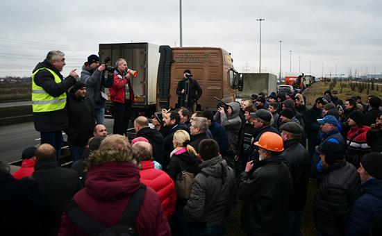 Акция протеста дальнобойщиков вСанкт-Петербурге