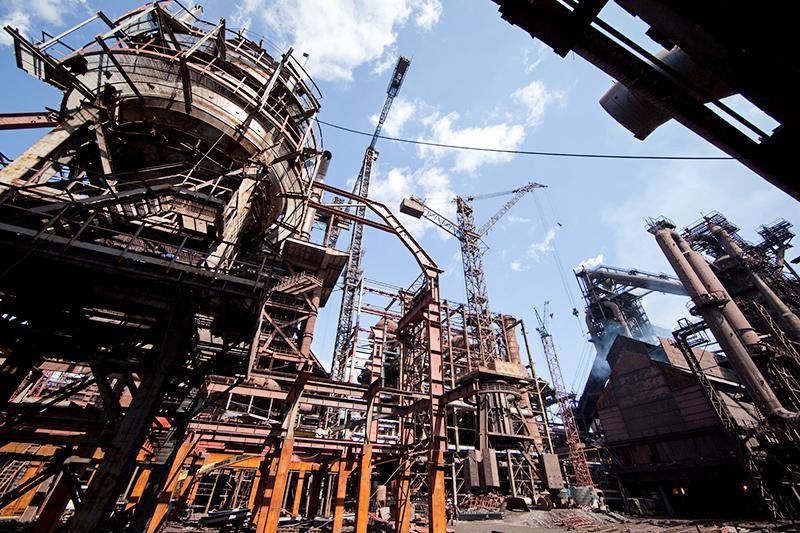 Енакиевский металлургический завод производит 10% стали на Украине и занимает 6-е место по объему производства среди всех металлургических комбинатов страны