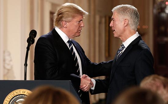 Дональд Трамп (слева) иНил Горсач