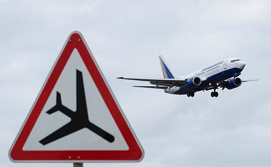 Самолет Боинг-737 авиакомпании «Трансаэро» заходит на посадку в аэропорту «Внуково»