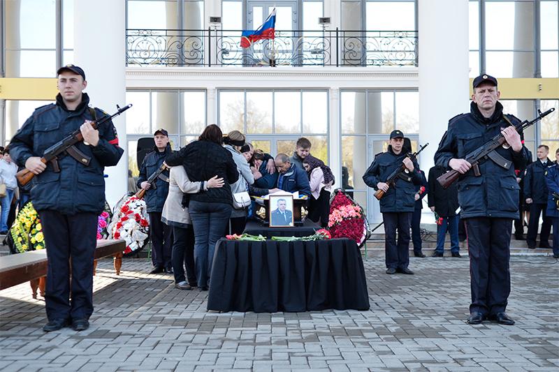 На церемонии прощания с Андреем Гоштом на площади имени Ленина в Сызрани