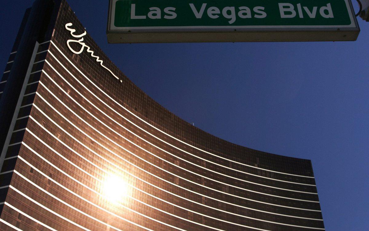 8. Wynn   Лас-Вегас, США Стоимость строительства: $2,7 млрд     Отель Wynn, названный вчесть своего владельца Стива Уинна, гордится пятью звездами вкаждой своей части—отсамих номеров доспа-салонов иресторанов, вкоторых готовят повара, отмеченные ресторанным рейтингом Michelin. Разумеется, котелю прилегает огромная прогулочная территория площадью 87га, авздании работают казино иконгресс-центр. Почти трехмиллиардная сумма строительства приведена безучета расходов насоседний отель Encore, которыйтакже принадлежит Стиву Уинну исоединен сосновным корпусом Wynn.