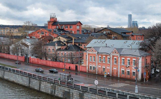 Вид наЛужнецкую набережную вМоскве