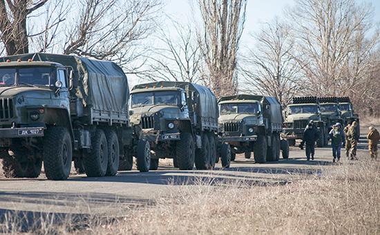 Отвод тяжелой военной техники военнослужащими армии ДНР от линии соприкосновения с украинскими силовиками в районе Тельманово. Донецкая область. 18 февраля 2015 года