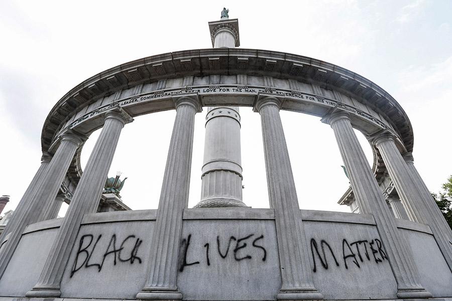 Фото:Steve Helbeк / AP