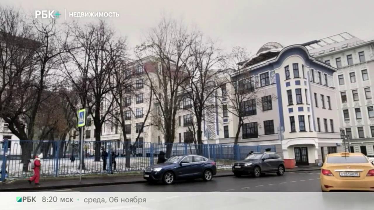 Недвижимость с Игнатом Бушухиным Дореволюционный дом на Поварской улице в центре Москвы превратился в современное элитное жилье, здесь к старому зданию были пристроены новые корпуса. Проект, сохраняя отголоски прошлого, получил название «Театральный дом»