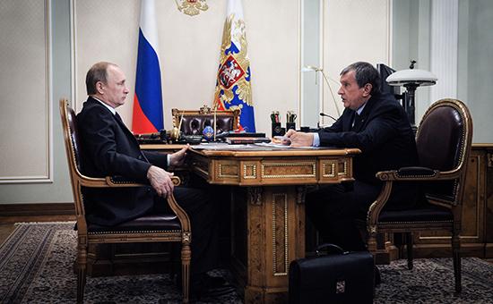 Президент России Владимир Путин и председатель правления «Роснефти» Игорь Сечин (слева направо) во время встречи в Ново-Огарево
