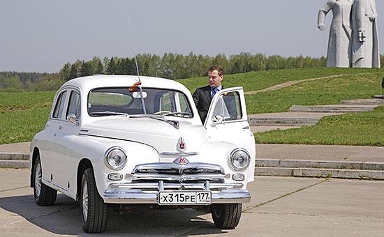 Некоторые чиновники могут лишиться личных водителей, но премьер-министр Дмитрий Медведев вряд ли попадет в их число