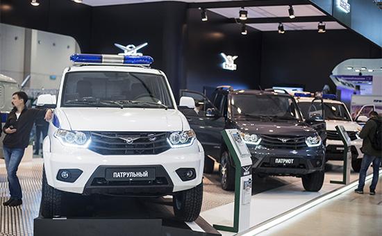 Стенд савтомобилями компании УАЗ намеждународной выставке «Интерполитех-2015» вМоскве