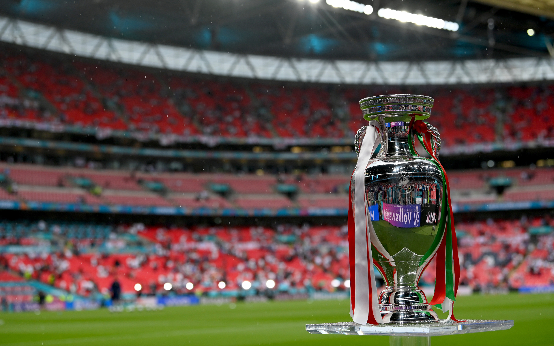 Фото: Трофей Евро-2020 (Paul Ellis - Pool/Getty Images)