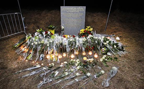 Памятник жертвам, разбившимся в аиакатастрофе Airbus A320