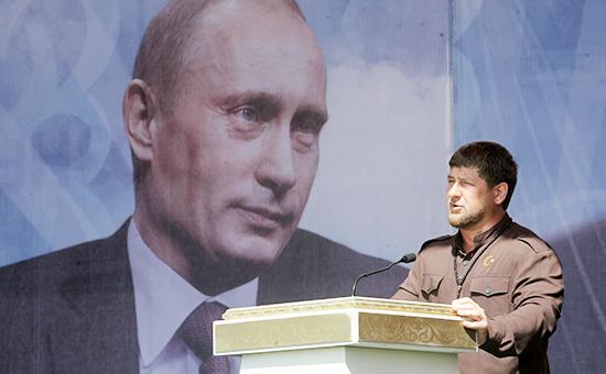 Глава Чечни Рамзан Кадыров выступает на митинге, посвященном празднованию Дня России в Грозном, 2012 год