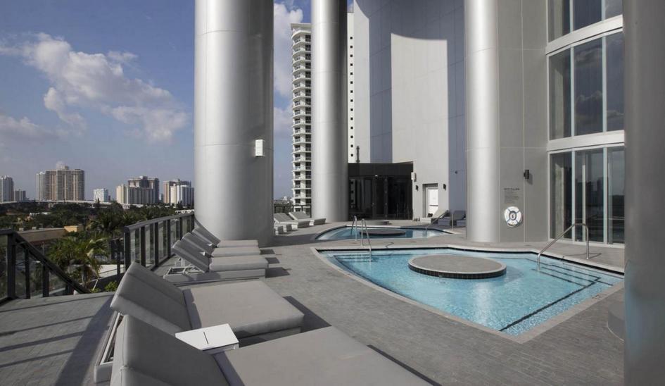 В каждом апартаменте предусмотрены балкон с отдельным бассейном илетняя кухня
