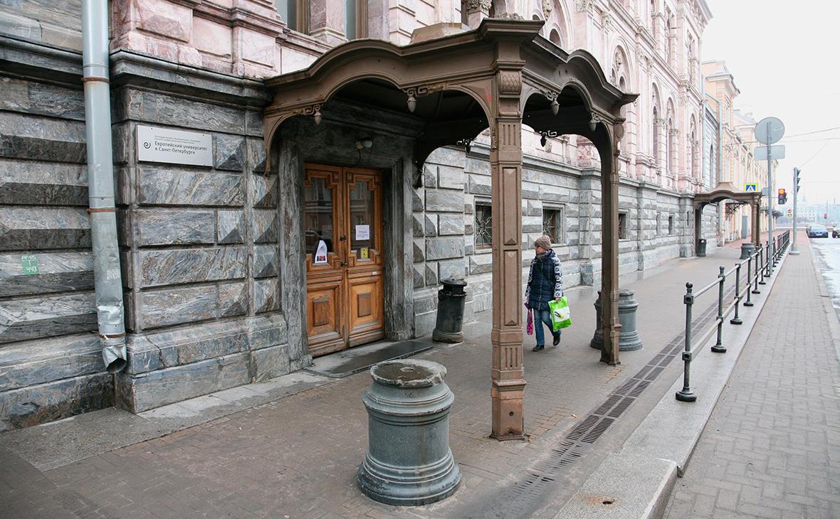 Здание Европейского университета в Санкт-Петербурге. Апрель 2017 года