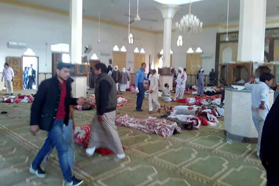 Теракт был совершенв мечети аль-Равда города Бир аль-Абед на севере Синайского полуострова в Египте во время пятничной молитвы.