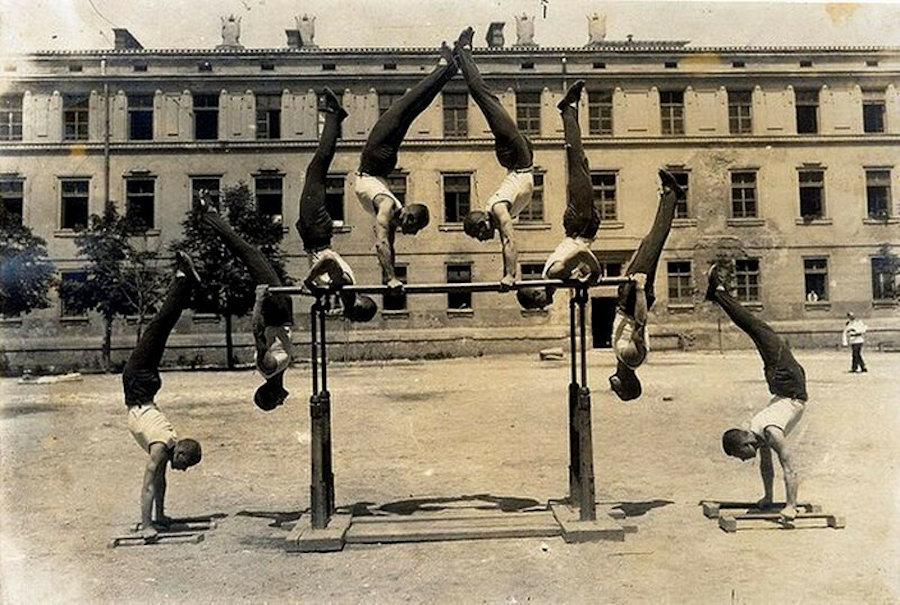 Пирамида в исполнении сокольских гимнастов