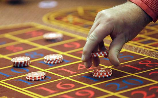 Ставки во время игры в рулетку в казино игорной зоны «Азов-сити»