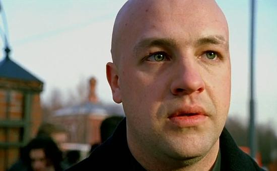 Актер Дмитрий Гуменецкий. Кадр изсериала «Бригада» (2002 год)