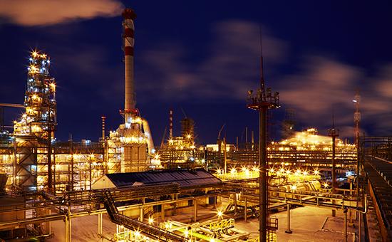 Антипинский НПЗ (№14 в рейтинге быстрорастущих компаний РБК 50) — головное предприятие группы компаний New Stream, крупнейший вРоссии независимый нефтеперерабатывающий завод, основным владельцем которого является председатель его совета директоров Дмитрий Мазуров