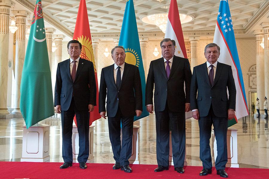 Сооронбай Жээнбеков, Нурсултан Назарбаев, Эмомали Рахмон и Шавкат Мирзиёев (слева направо)