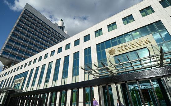 Сбербанк из-за санкций начал привлекать средства НПФ и страховых компаний
