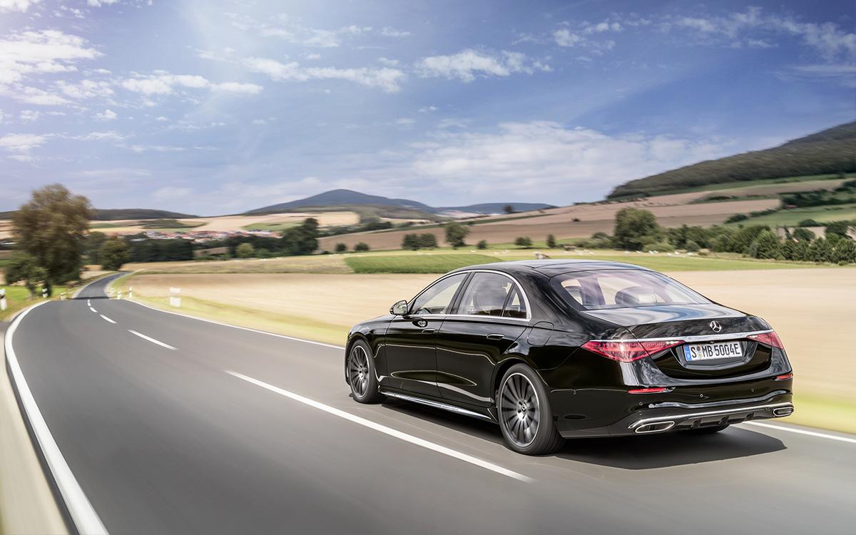 Ездит сам и угадывает желания: все о новом Mercedes S-Class W223