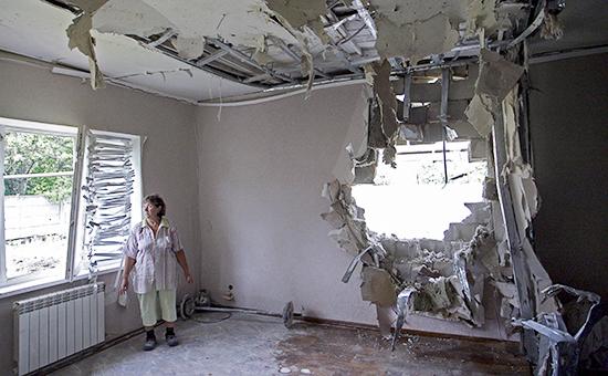 Разрушения в одном из домов в Донецкой области
