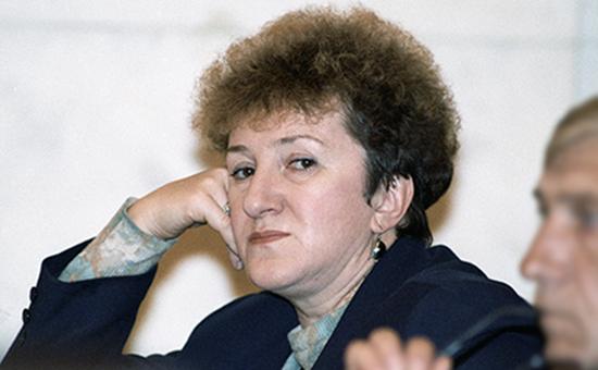 Галина Старовойтова, депутат Госдумы II созыва, была убита вподъезде дома вцентре Санкт-Петербургавноябре 1998 года, заказчик убийства досих пор неустановлен