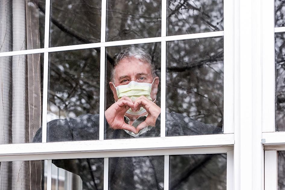 Если недвижимое имущество принадлежит на 100% одному человеку, то договор дарения составить и оформить очень просто