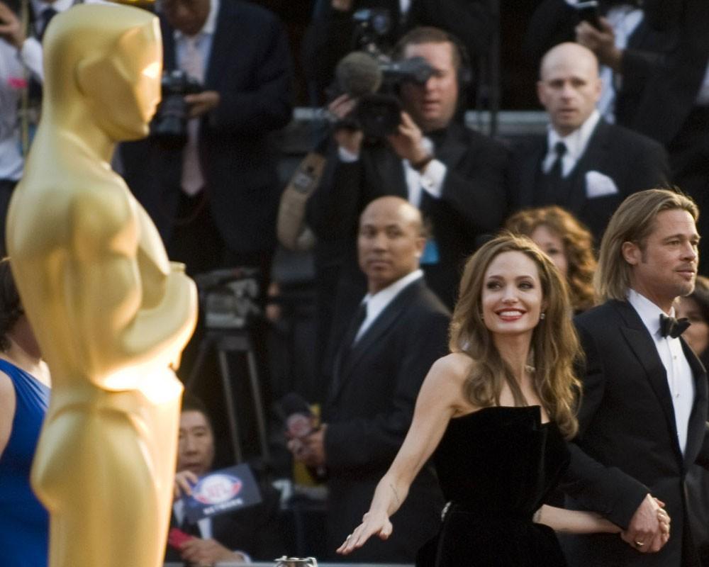 Смотреть Анджелина Джоли удостоилась почетного Оскара видео