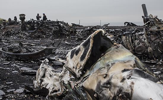 Обломки пассажирского самолета Malaysia Airlines Boeing777, разбившегося 17 июля 2014 года врайоне села Грабово