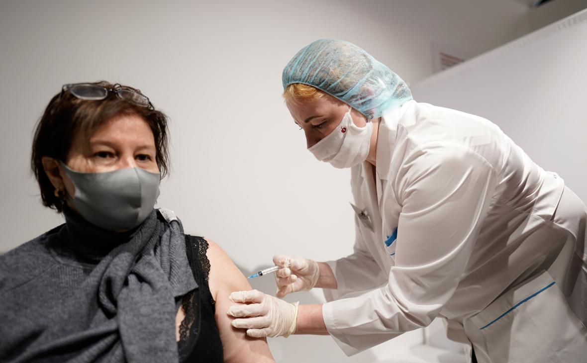 В Роспотребнадзоре объяснили важность второй дозы вакцины от коронавируса