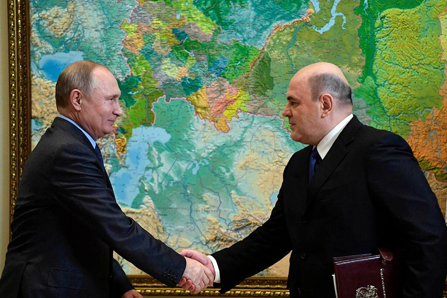 Владимир Путин и Михаил Мишустин на встрече в Сочи в 2018 году